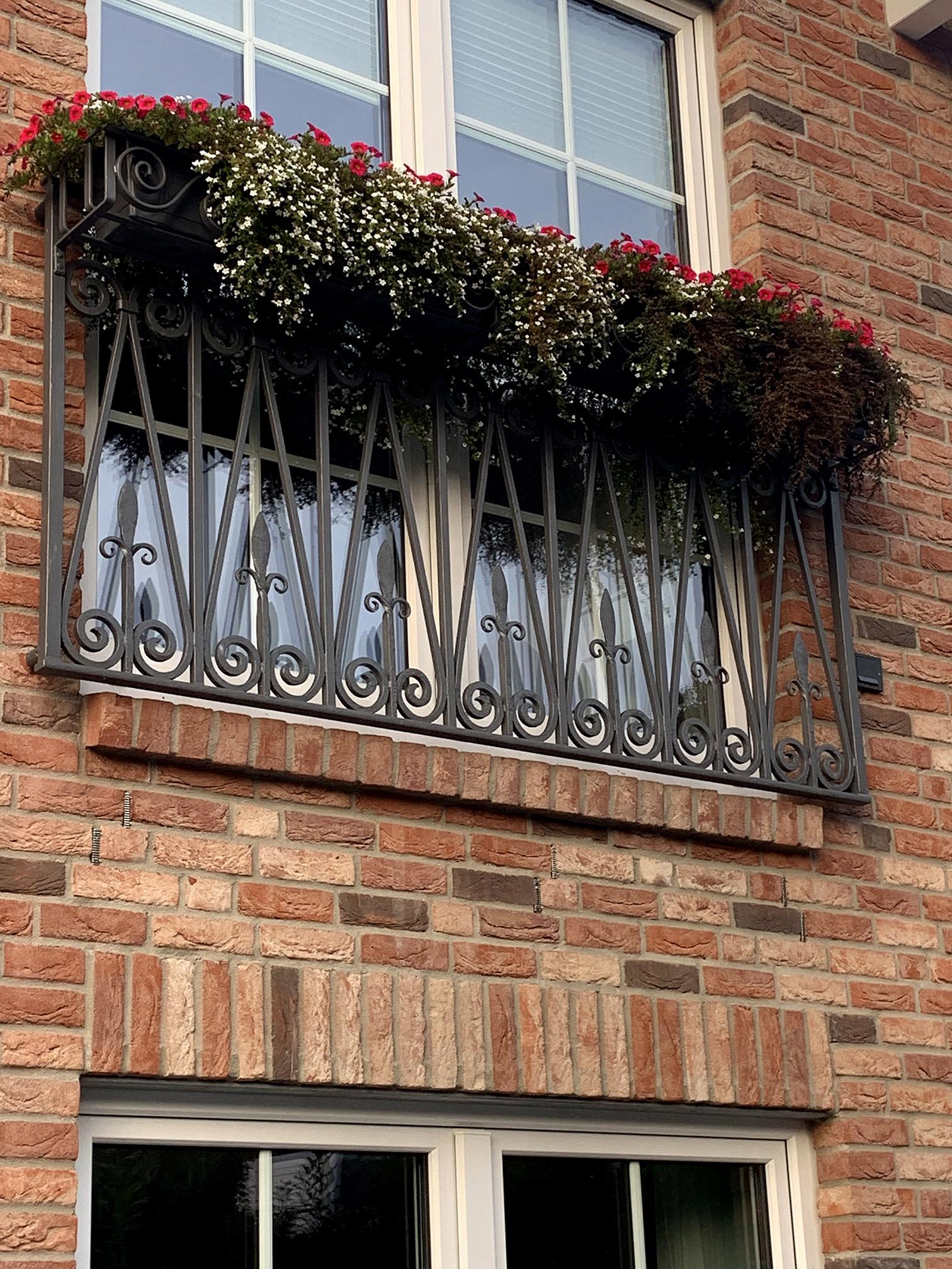 Französischer Balkon in Kiel - Bewachsen