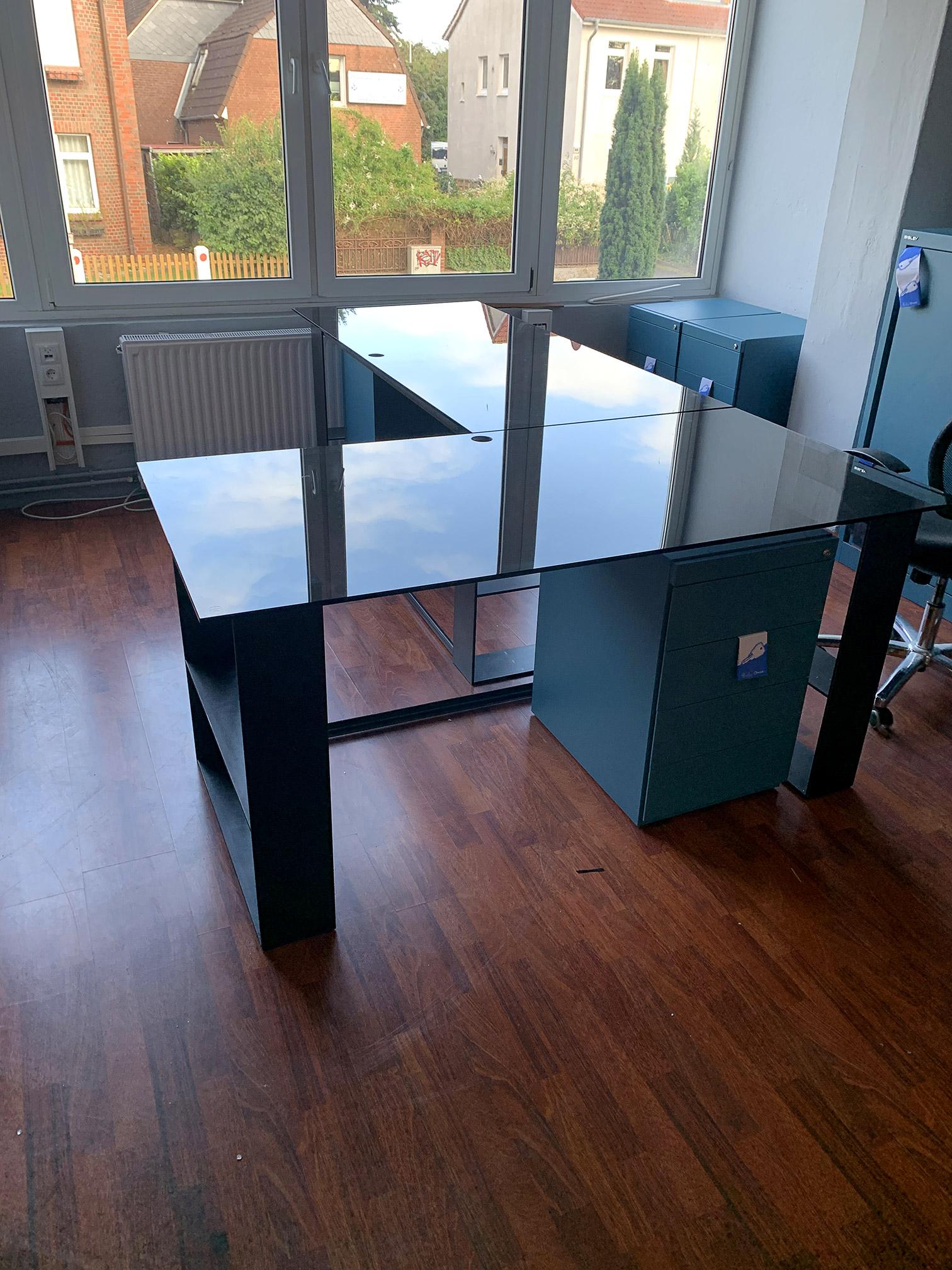 Bürotisch Flachstahl / Glasplatte Schmiede Kiel